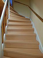 Treppe verkleidet mit Trenovo Treppensystem